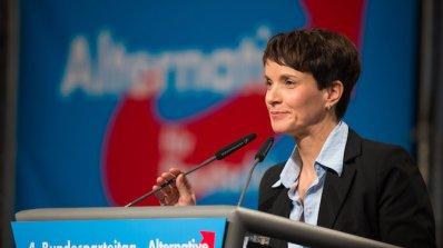 """""""Алтернатива за Германия"""" призова Меркел да подаде оставка заради бежанската си политика"""