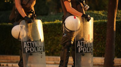 Бомба избухна пред офис в Атина