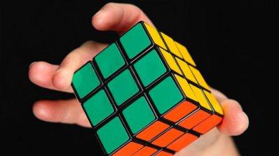 Тийнейджър нареди кубчето на Рубик за 4,9 секунди