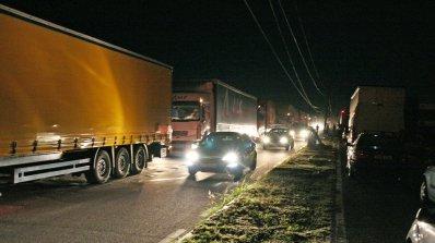 "Километрични опашки от камиони на ГКПП ""Дунав мост"""