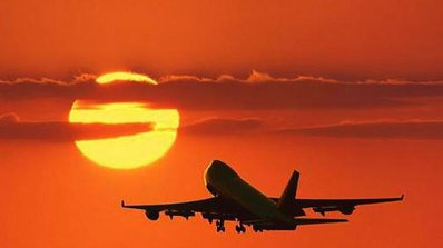 Мълния удари японски самолет със 146 пътници