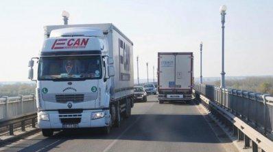 """Трети ден продължават километричните опашки на ГКПП """"Дунав мост"""""""