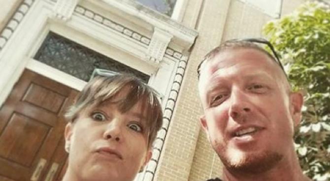 Нов хит в мрежата - Селфита на щастливо разведени двойки
