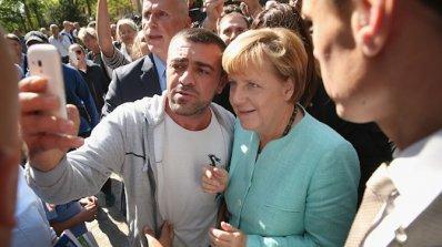 Недоволен кмет изпрати автобус с бежанци в правителствената канцелария на Ангела Меркел