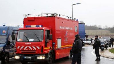 Сигнали за бомби в парижки училища