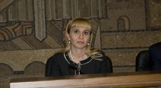 """Диана Ковачева: Сезираме КС и ВКС за таксите """"юрисконсулт"""" и """"сградна инсталация&quot"""