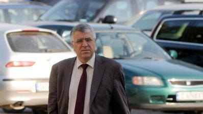 Румен Гечев: Борисов си прави пиар с картела за горивата и обществените поръчки