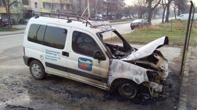 Запалиха кола на НФСБ във Видин (снимки)