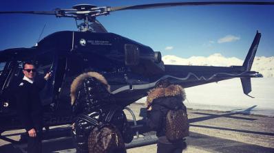 Бирмата глези Алисия с хеликоптер