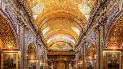 Тази църква е украсена със седем тона злато