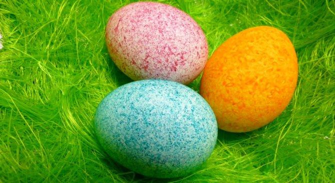 Как да боядисате яйцата с ориз