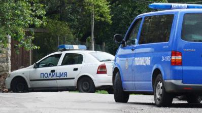 Арестуваха седем цигани, замеряли полицаи с тухли и павета