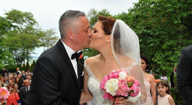 Вижте сватбата на Божидар Лукарски (снимки)