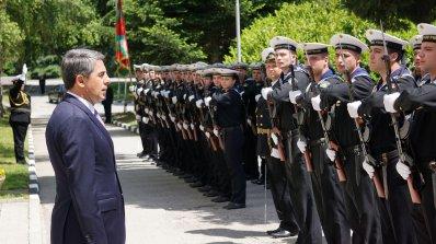 Плевнелиев посети военноморското училище във Варна (снимки)