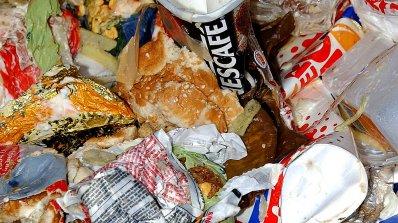 Корейци плащат, за да изхвърлят храна