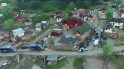 Румънски цигански клан държал над 60 души в робство (видео)