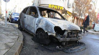 Кола горя в Добрич