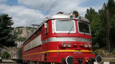 Вандали счупиха с камък стъкло на влак в Горна Оряховица