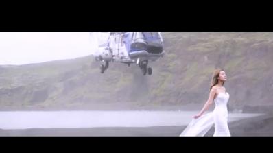 Хеликоптер за малко да се приземи върху главата на булка (снимка+видео)