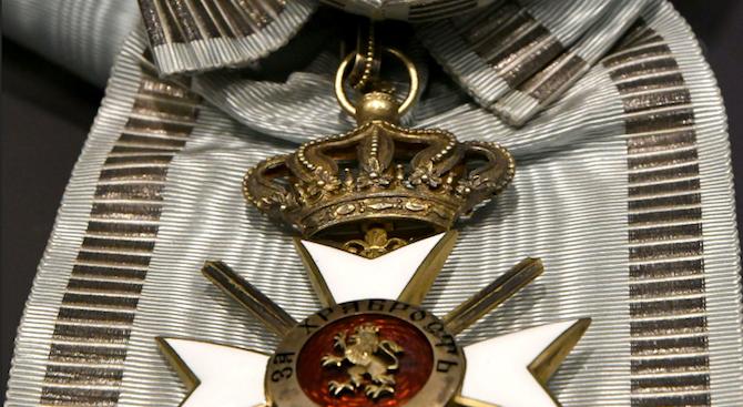 Внуци на ветерани продават медалите им в нета