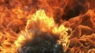 Кола се запали в поповско село