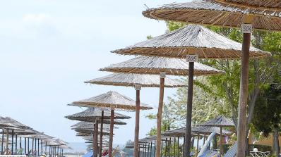 Чадърът и шезлонгът на плажа на цената на една нощувка в хотел