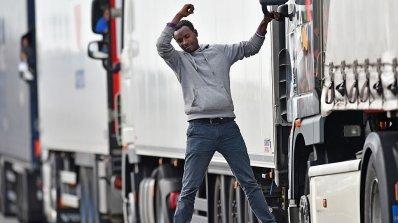 В Италия задържаха български ТИР със завързан под него мигрант