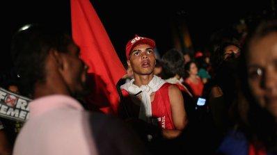 Обгазиха подкрепящи Дилма Русеф демонстранти