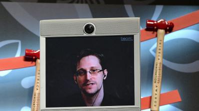 Едуард Сноудън иска Барак Обама да го помилва
