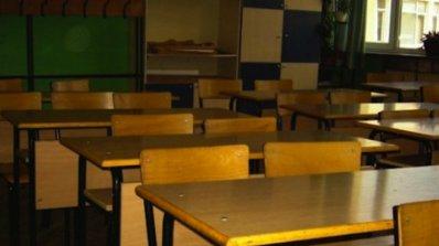 Само по двама първокласника в училищата в Земен и Калище