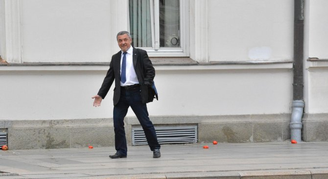 Валери Симеонов заподозря: Разрушаването на паметника на Каймакчалан е постановка