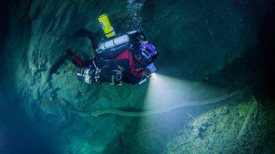Гмурнете се в най-дълбоката подводна пещера в света (видео)