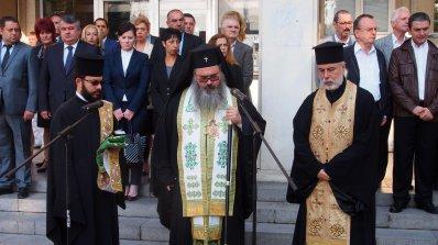 Митрополит Николай бие камбаните в прослава на Бойко Борисов