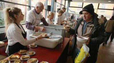 55 нуждаещи се ще получат топъл обяд в Нова Загора
