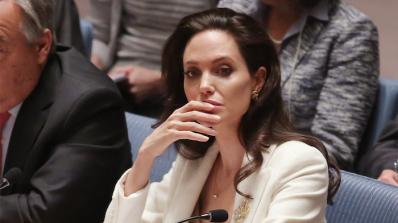 Анджелина Джоли с поверителен разговор с агенти на ФБР
