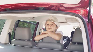 Кое е най-безопасното място за пътуване в една кола (видео)