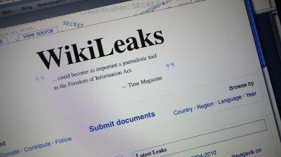 """""""Уикилийкс"""" обвини Обама, че е прикривал Клинтън"""