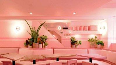 Разгледайте единствения изцяло розов ресторант в Ню Йорк