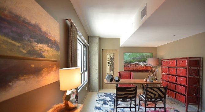 Мъничък апартамент от 17 квадрата с камина и легло под тавана