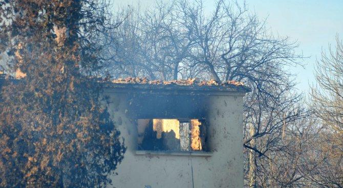На 4 км от взрива в Хитрино хората не смеят да влязат в къщите си