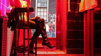 Британска строга господарка пази холивудски тайни