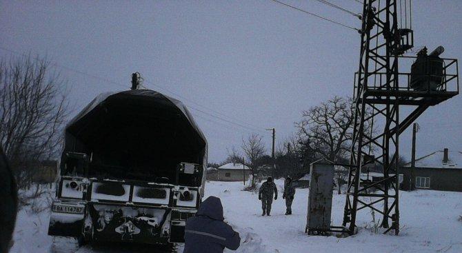 ВВС помага на хората в снежното бедствие (снимки)