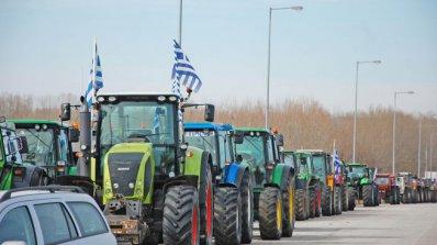Протестиращи гръцки фермери струпват трактори в посока Промахон