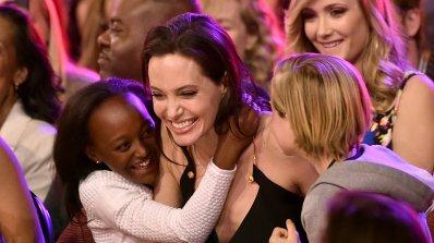 Джоли поиска от Брад Пит 100 000 долара месечна издръжка