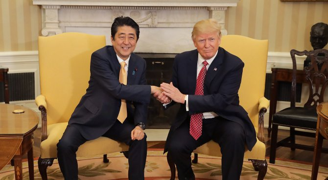 Доналд Тръмп прие в Белия дом японския премиер Шиндзо Абе