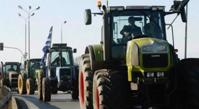 Гръцките фермери все още блокират движението на граничния пункт Богородица – Евзони