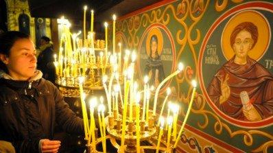 Красива светица е повод четири имена да почерпят