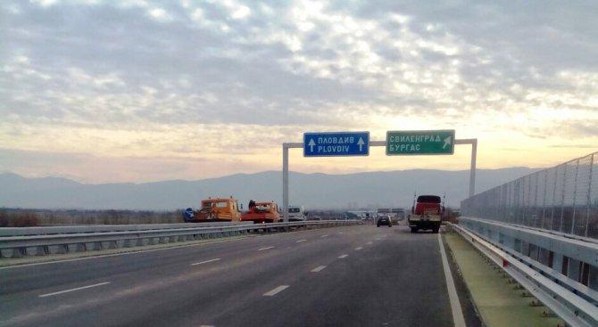"""Ограничено е движението по АМ """"Струма"""" поради пътно произшествие"""