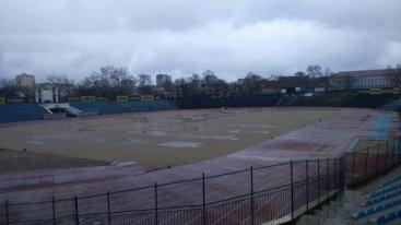 Стадионът на хита в Първа лига е грозна картина, феновете скочиха