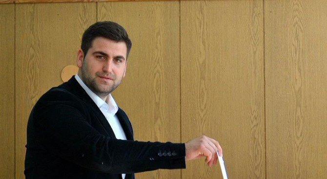 Андрей Новаков: Гласувах България да продължи да успява (снимки)